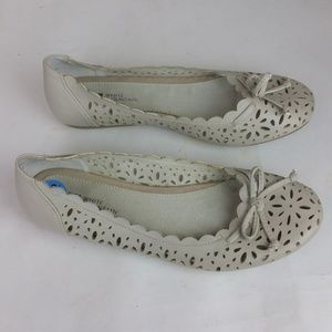 White Mountain Icing Laser Cut Bow Flats 7.5 New